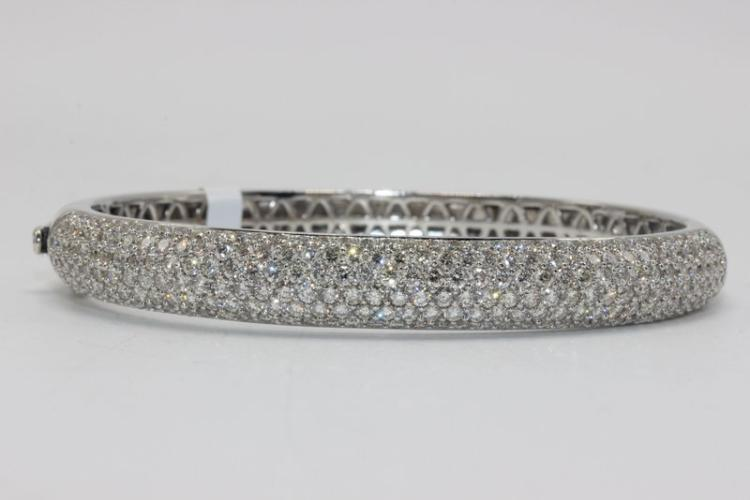18Kt WG 5.10ct. Diamond Bangle