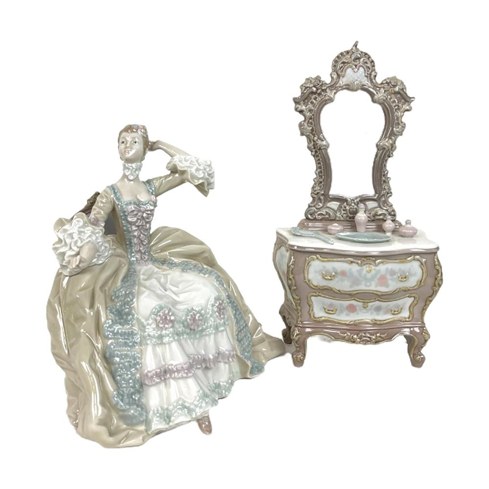 """Lladro """"Lady At Dressing Table"""" Porcelain Figure"""