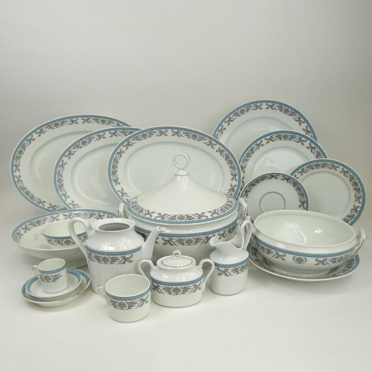 Richard Ginori Two Hundred Thirty Seven (237) Piece Set of Porcelain Dinnerware