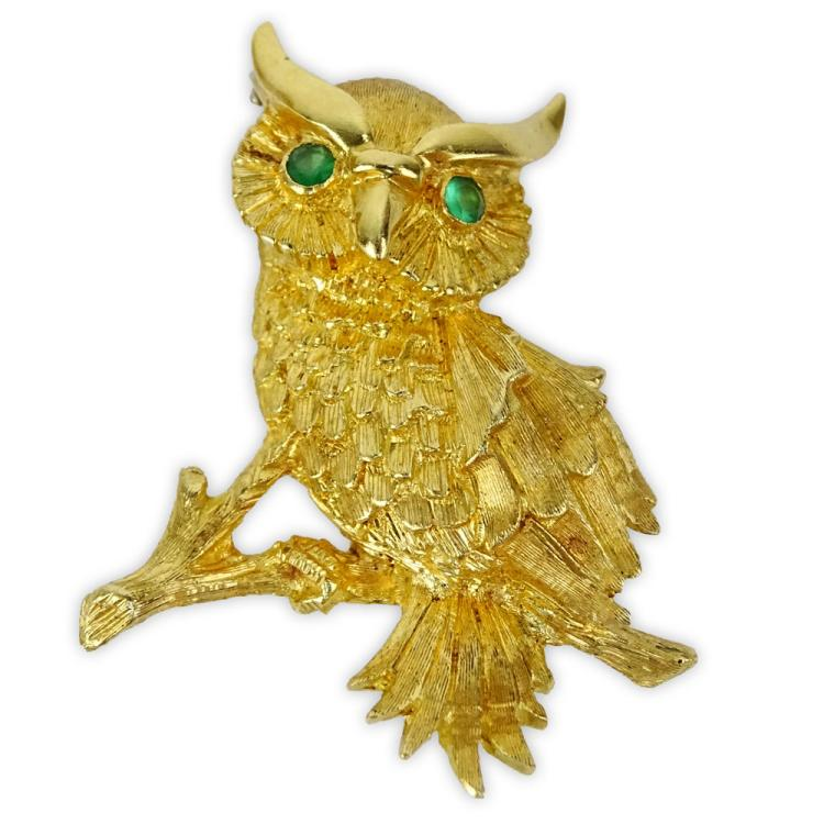 Vintage 18 Karat Yellow Gold Owl Brooch with Emerald Eyes