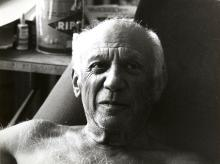 Edward Quinn: Pablo Picasso with a Ripolin color can behind him