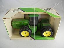 1990 Ertl 1/16th Scale Diecast John Deere 8560 4-Wheel Drive Tractor MIB
