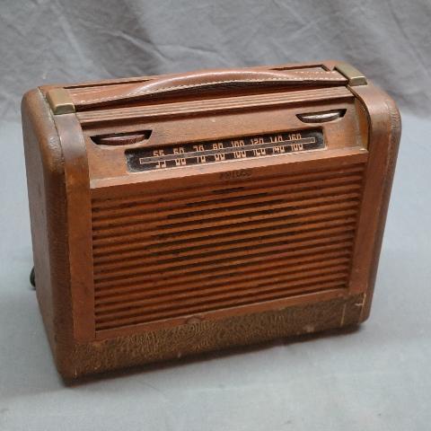 1946 Philco Rolltop Portable Radio- 10647A