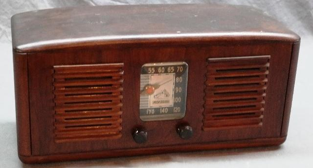 1941 RCA Victor Model 55x Wood Cased Radio