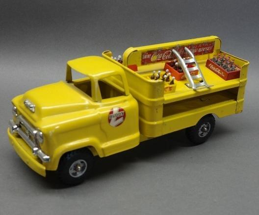 GMC Cab Buddy L Coca-Cola Truck w/some bottles and Cart