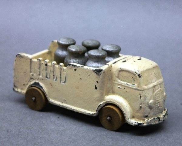 Auburn Rubber Milk Truck with Milk Cans- Wooden Wheels