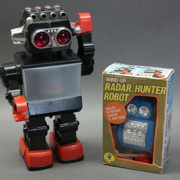 Lot of 2 Toy Robots-Saturn & Radar.Hunter