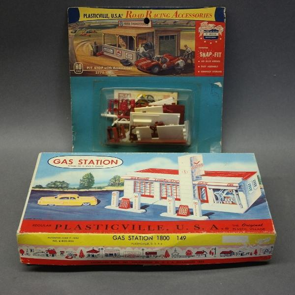 Plasticville Gas Station in Box w/Racing Pit Stop