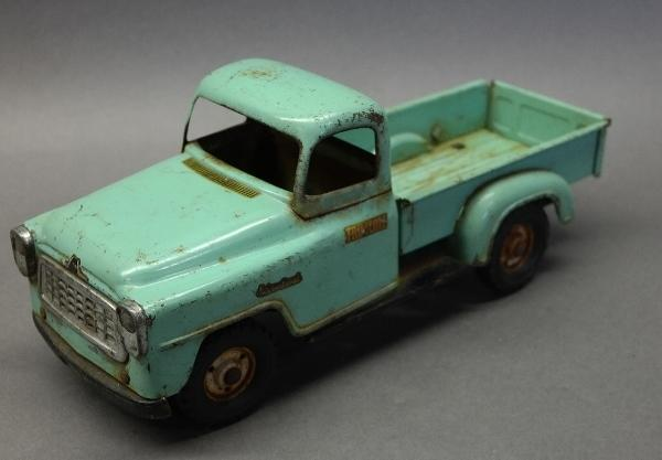 TRU-SCALE International Pick-Up Truck w/Spare Tire