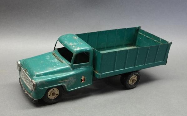 Tru-Scale IH International Pick Up Truck