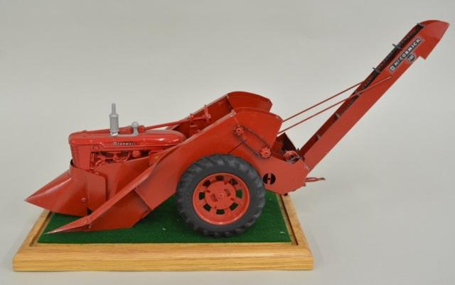 1/16 Ertl IH Farmall Tractor w/ Webber Picker