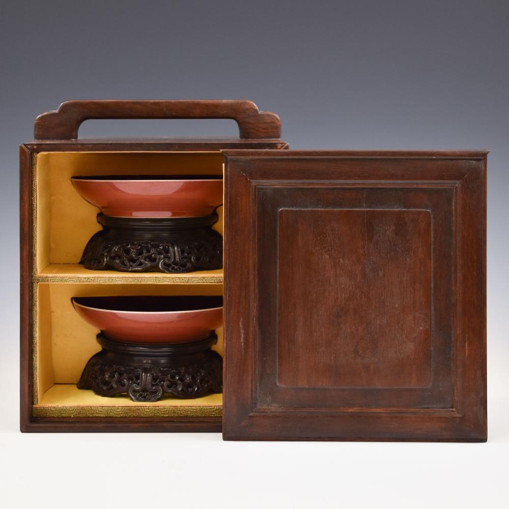 PAIR QIANLONG RUBY-RED PLATE ON STAND IN PROTECTIVE BOX