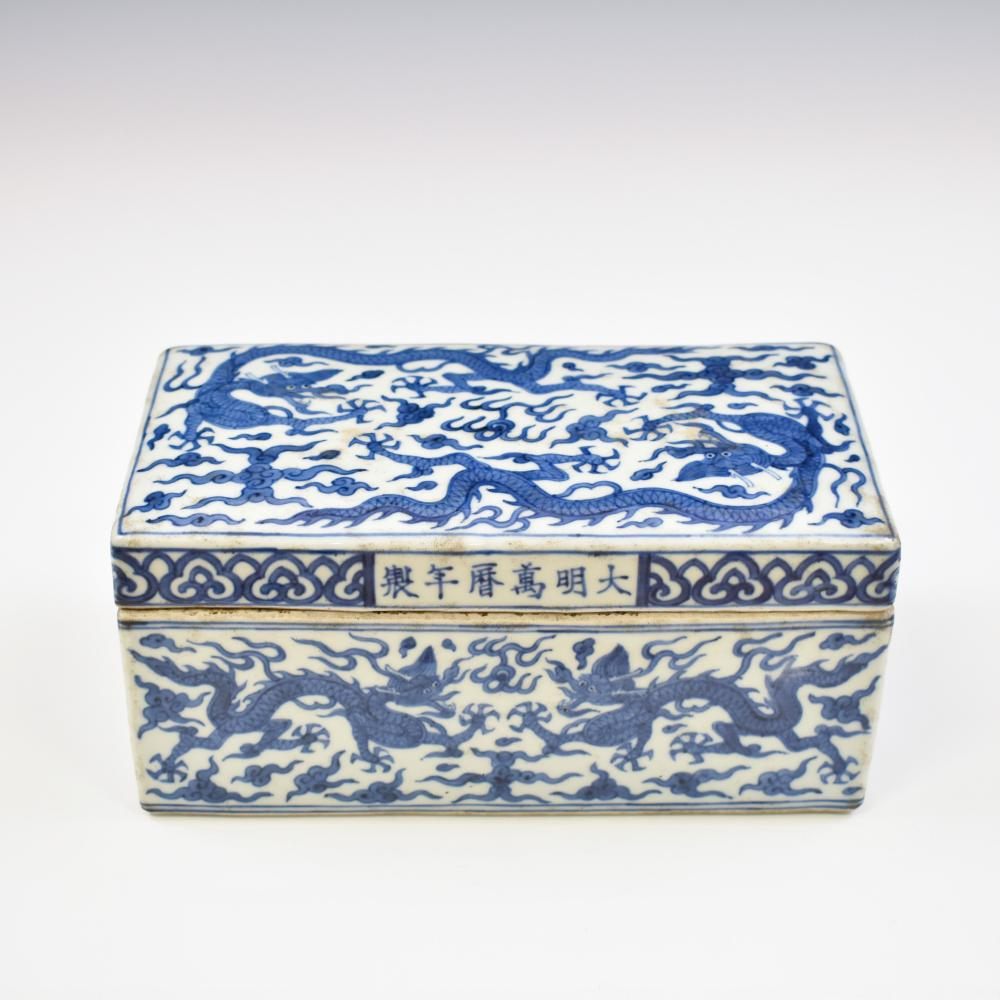 WANLI BLUE & WHITE RECTANGULAR PORCELAIN LIDDED BOX