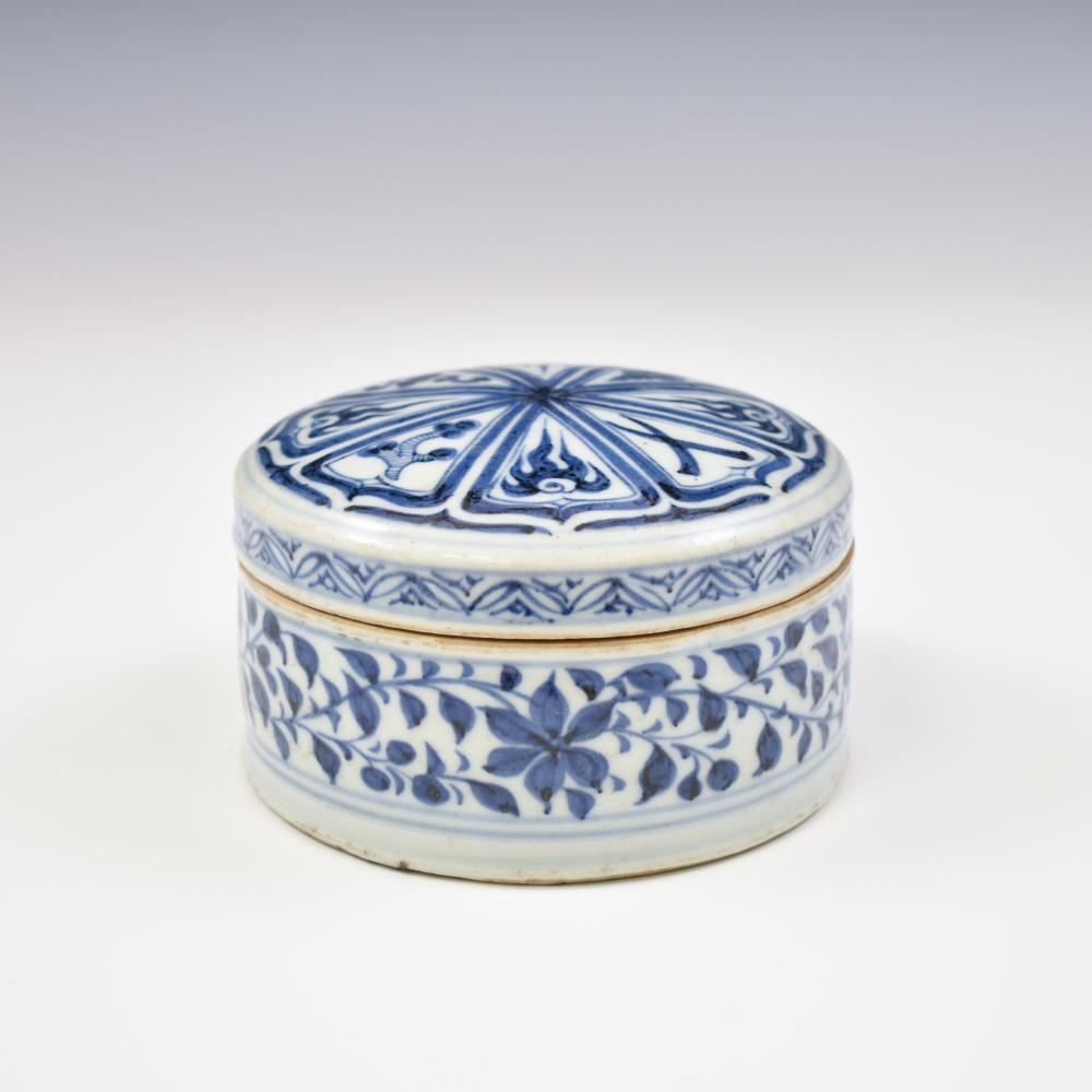 YUAN BLUE AND WHITE LIDDED ROUND BOX