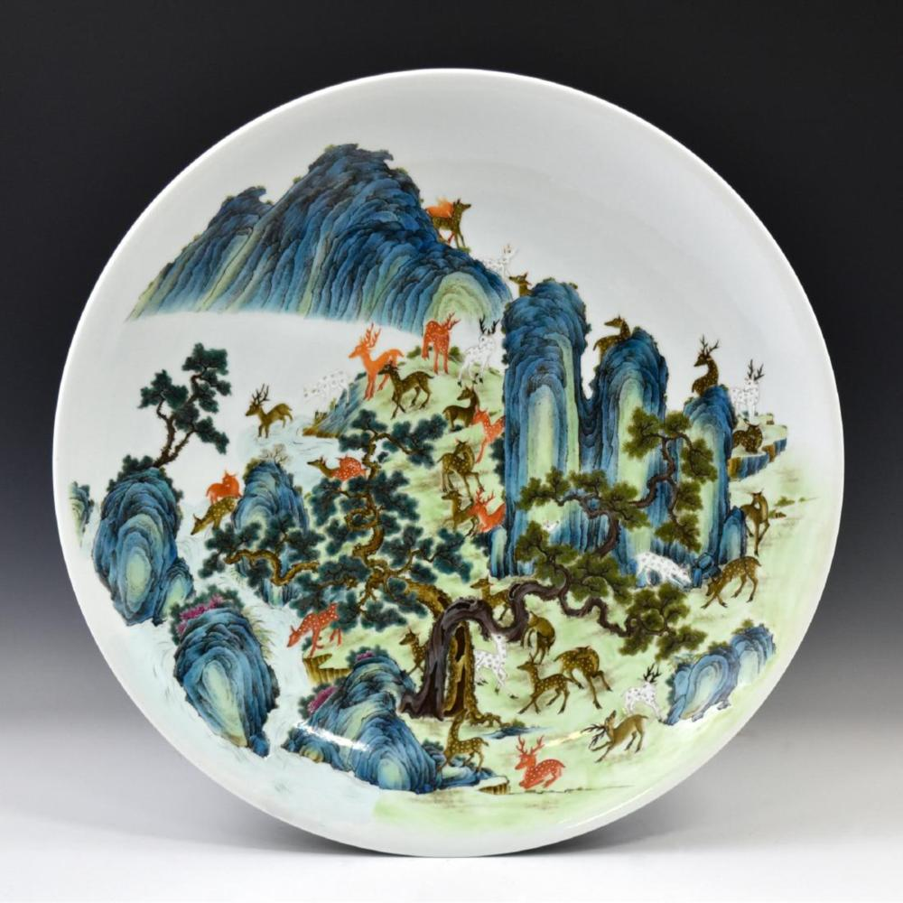 HUNDRED DEER FAMILLE ROSE PORCELAIN CHARGER