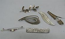 Lot silver brooches, consisting of 6 parts