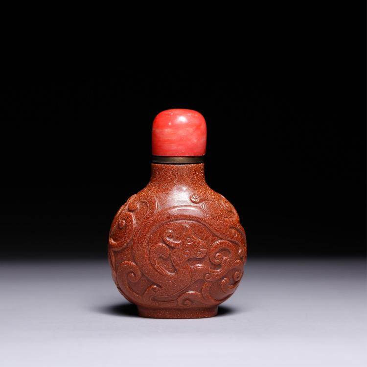 CHINESE PEKING GLASS CARVED SNUFF BOTTLE