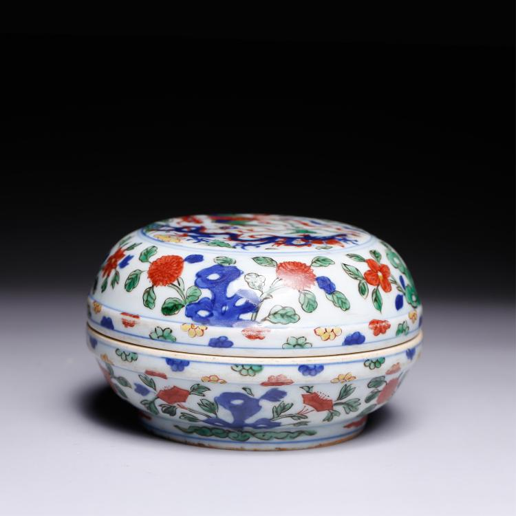 CHINESE DOUCAI PORCELAIN COVER BOWL