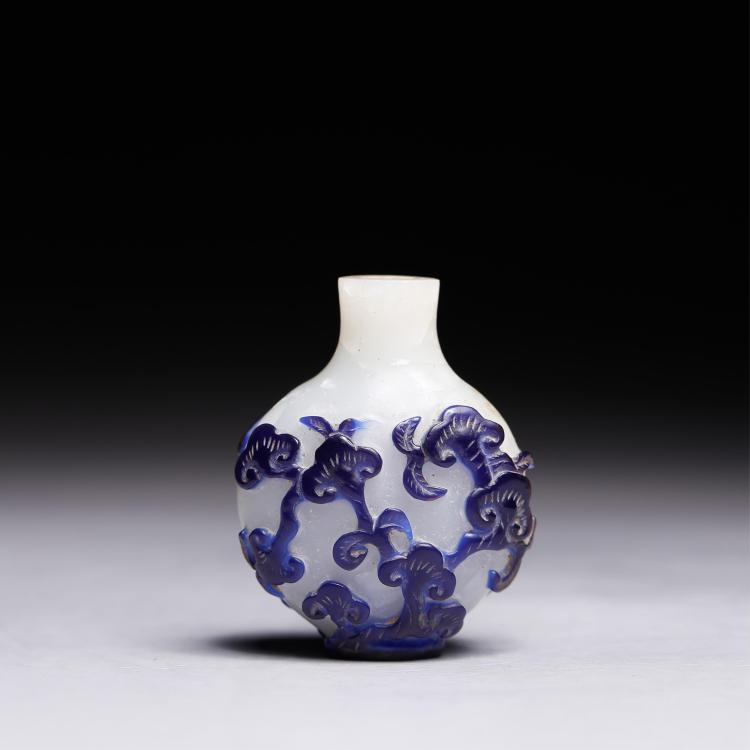CHINESE BLUE ON WHITE PEKING GLASS SNUFF BOTTLE
