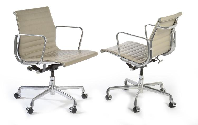 Charles ray eames pair of model ea 117 group chairs for he for Eames ea 117 replica