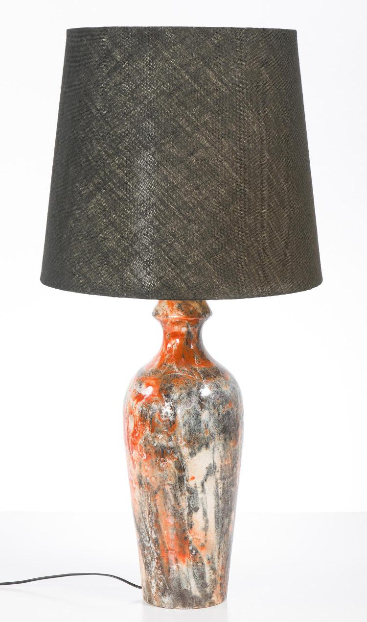 A FAGIANO ZACCAGNINI ART POTTERY LAMP WITH HESSIAN SHADE