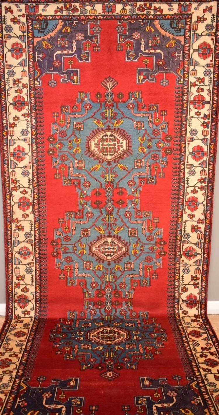 A RARE PERSIAN TAFRESH RUG, ORIGIN IRAN, WOOL PILE AND ALL NANTURAL DYES, CIRCA 1960'S, IN EXCELLENT CONDITION, 380 X 158CM; RRP $800