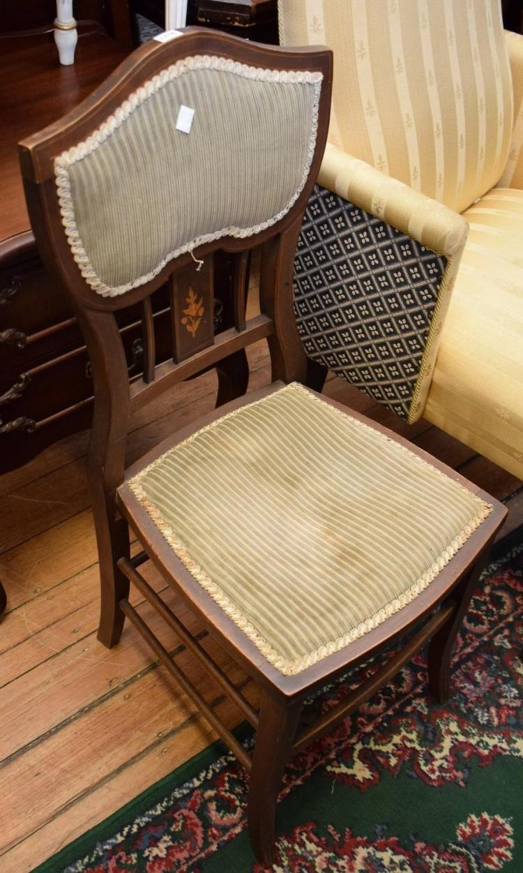 AN EDWARDIAN HALL CHAIR