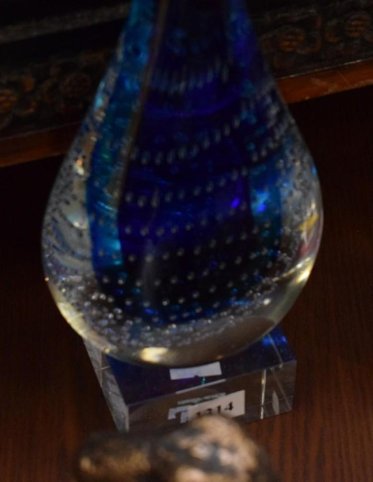 AN ART GLASS PAPERWEIGHT