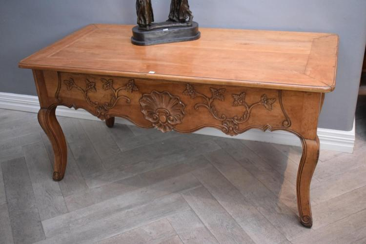 A FINE QUALITY FRENCH LOUIS XV STYLE DESK