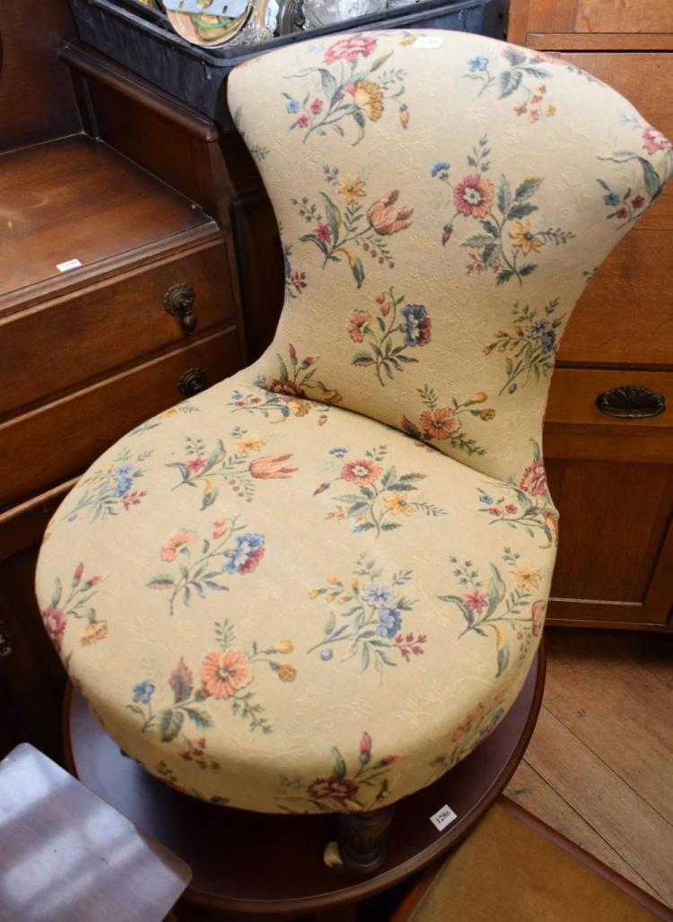 AN EARLY 20TH CENTURY BEDROOM CHAIR