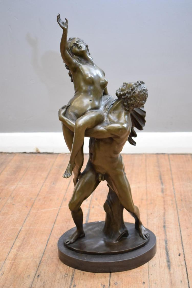 A BRONZE SCULPTURE OF AN EMBRACING COUPLE IN THE STYLE OF CANOVA ON MARBLE BASE