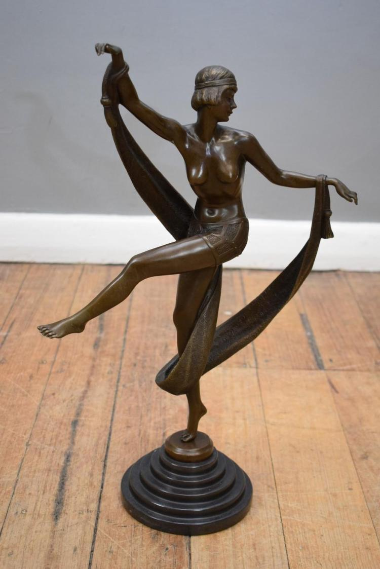 AN ART DECO STYLE BRONZE LADY ON MARBLE BASE