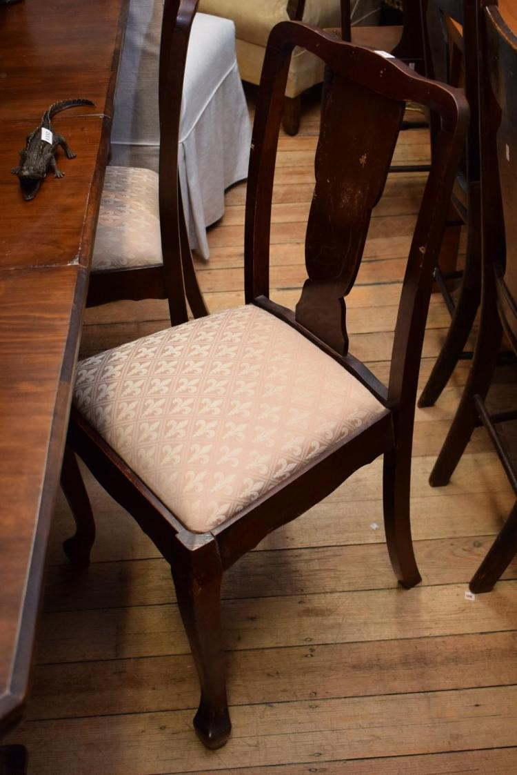 A SET OF EIGHT QUEEN ANNE STYLE DINING CHAIRS