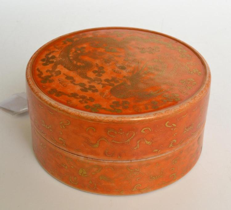 A CHINESE PORCELAIN POWDER BOX, WITH QIANLONG MARK