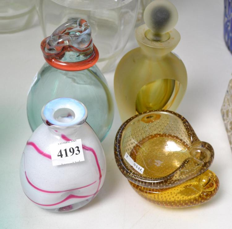 A COLLECTION OF ART GLASS DECANTORS AND BOWLS INCL. MURANO