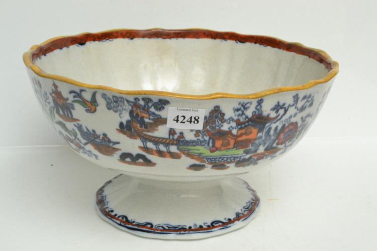 A COALPORT 19TH CENTURY COMPORT WITH CHINOISERIE MOTIFS