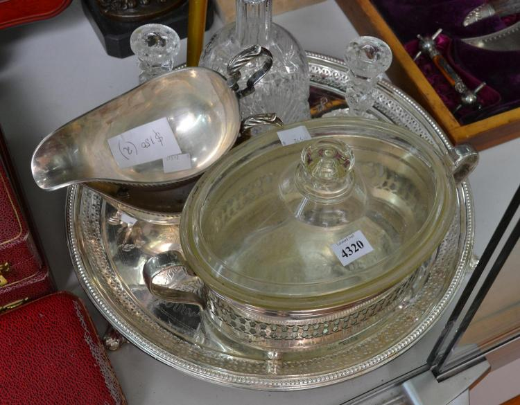 A COLLECTION OF SILVERPLATE AND PRESSED GLASS INCL. GRAVY BOATS AND A TRAY