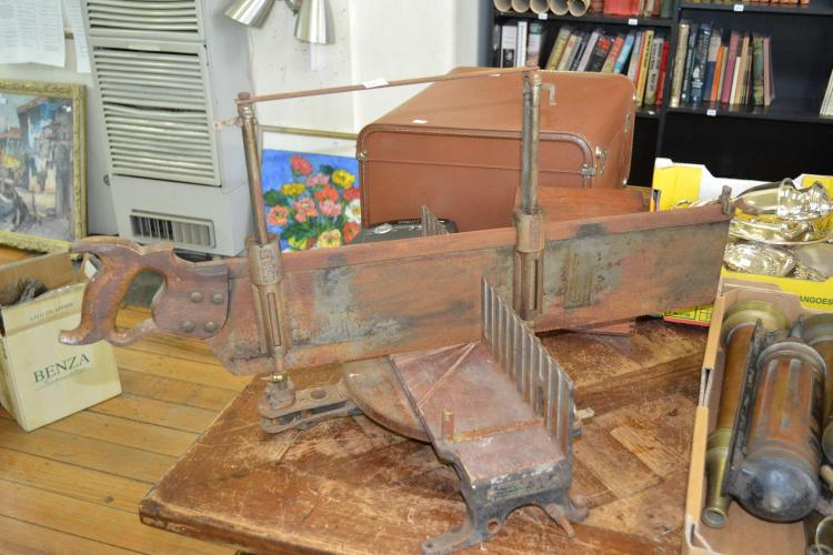 A VINTAGE STANLEY MITRE BOXED SAW