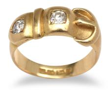 AN ANTIQUE LATE VICTORIAN DIAMOND BUCKLE RING