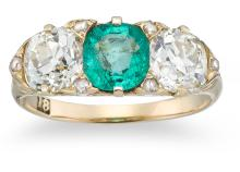 AN ANTIQUE EMERALD AND DIAMOND RING