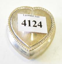 A LATE VICTORIAN STERLING SILVER HEART SHAPED PILL BOX, BIRMINGHAM, C. 1899, BY HENRY MATTHEWS