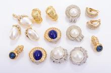 A COLLECTION OF COSTUME JEWELLERY EARRINGS
