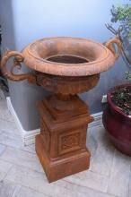 A LARGE CLASSICAL STYLE TWIN HANDLED GARDEN URN