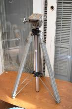 A FRENCH INDUSTRIAL TRIPOD BASED SURVEYORS TOOL