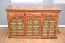 AN INDIAN CARVED BRASS INSET SIDEBOARD (93x153x46cm)