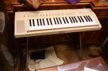 A VINTAGE YAMAHA PORTASOUND KEYBOARD ON STAND WITH SUSTAIN PEDAL