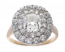 AN ANTIQUE DIAMOND RING