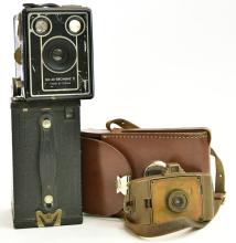 A COLLECTION OF VINTAGE CAMERAS, INCL. KODAK & BROWNIE