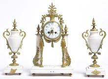 A CONTINENTAL THREE PIECE WHITE MARBLE AND BRASS MANTLE CLOCK, WITH AN ENAMEL DIAL