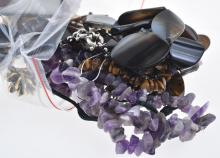 A COLLECTION OF COSTUME JEWELLERY INCLUDING TIGERS EYE, ROSE QUARTZ AND AMETHYST